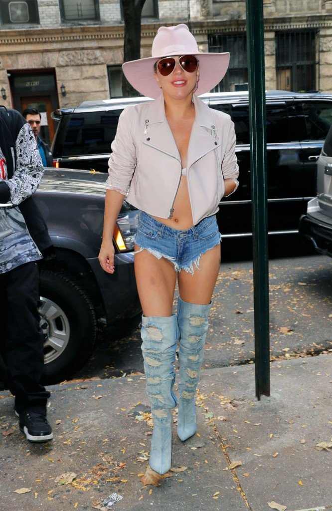 Lady Gaga Pussy Upshorts (3 Photos)