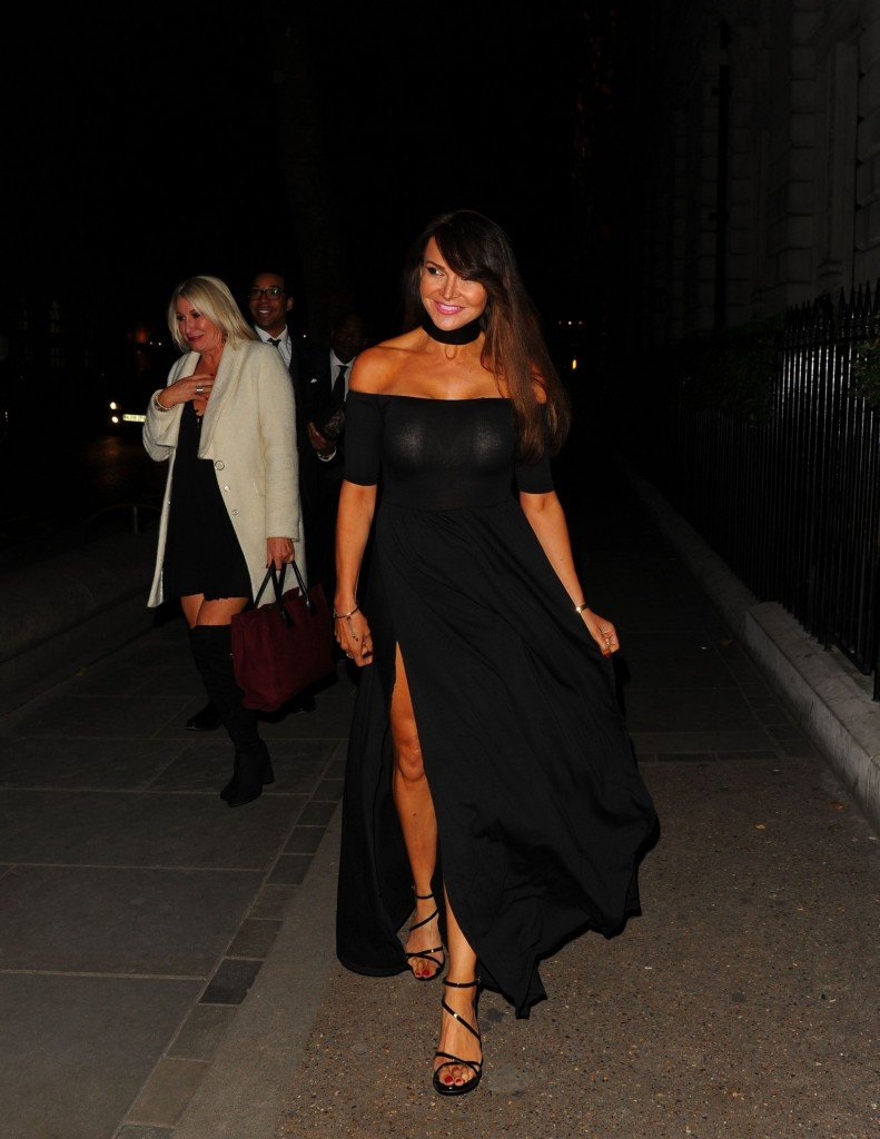 Lizzie Cundy Without Panties 10