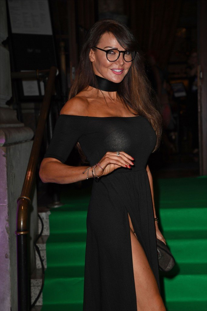Lizzie Cundy Without Panties 15