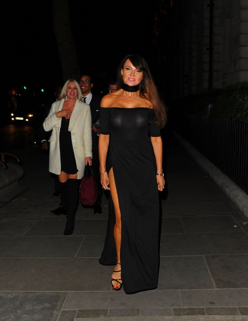 Lizzie Cundy Without Panties 5