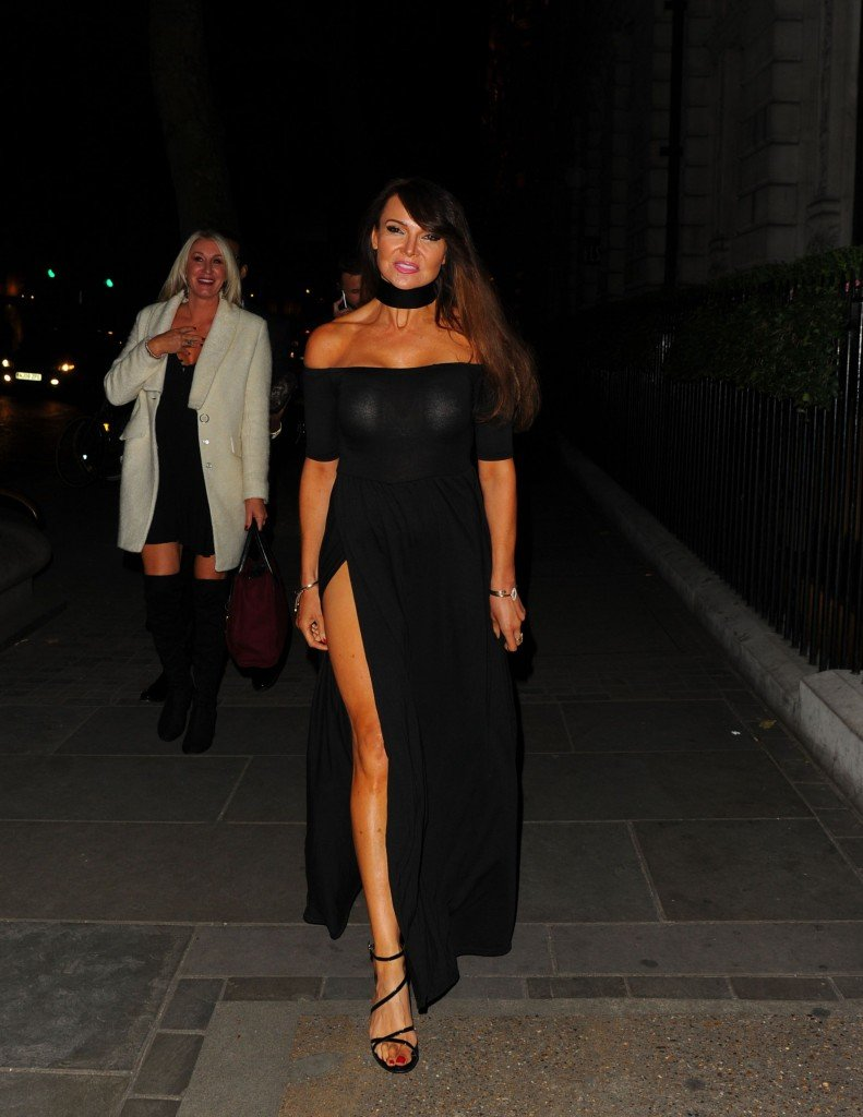 Lizzie Cundy Without Panties 6