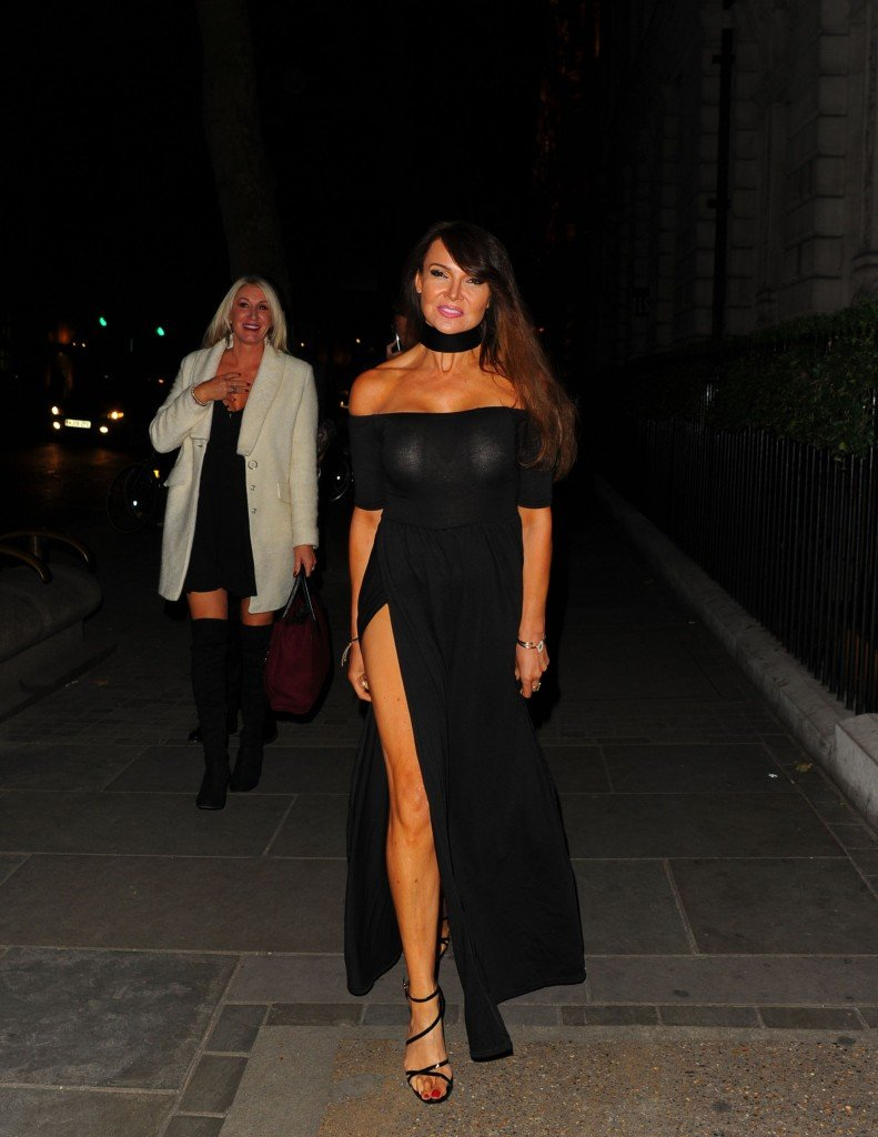 Lizzie Cundy Without Panties 7