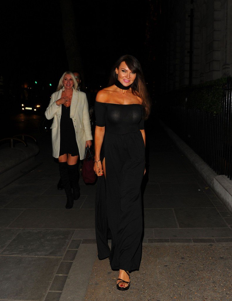 Lizzie Cundy Without Panties 8