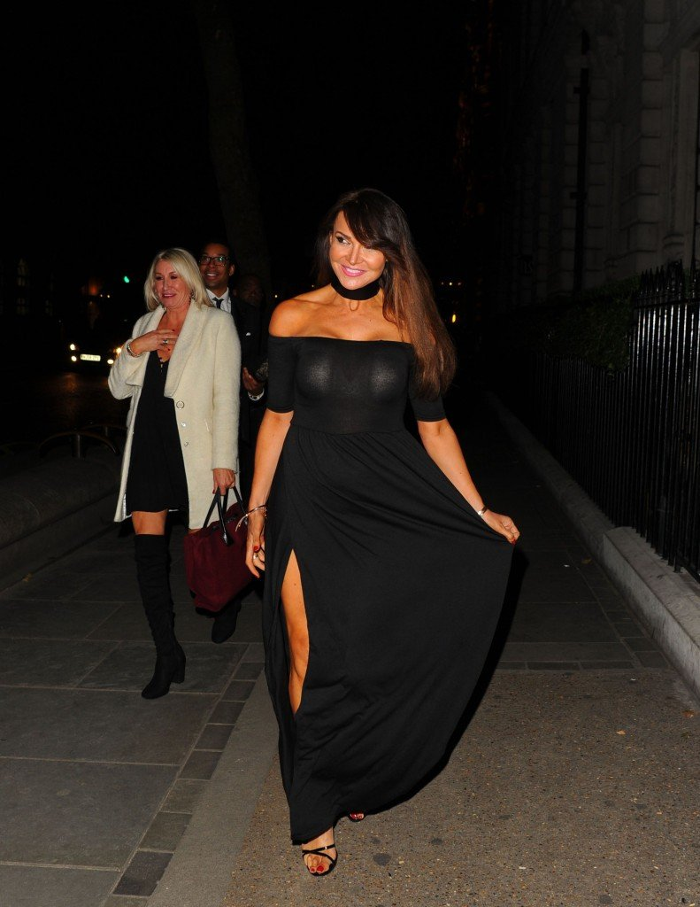 Lizzie Cundy Without Panties 9