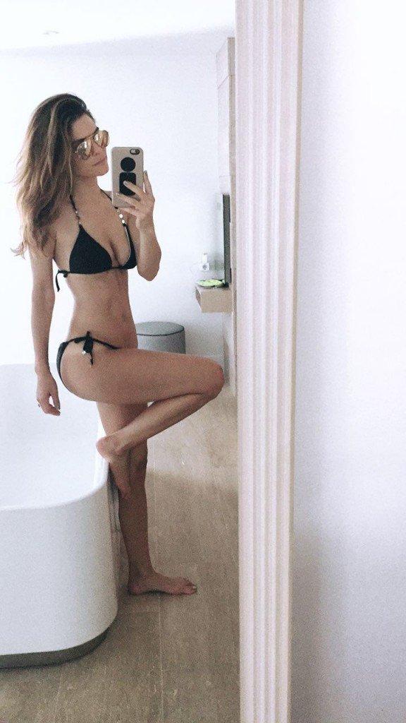 Maria Menounos Sexy (2 Photos)