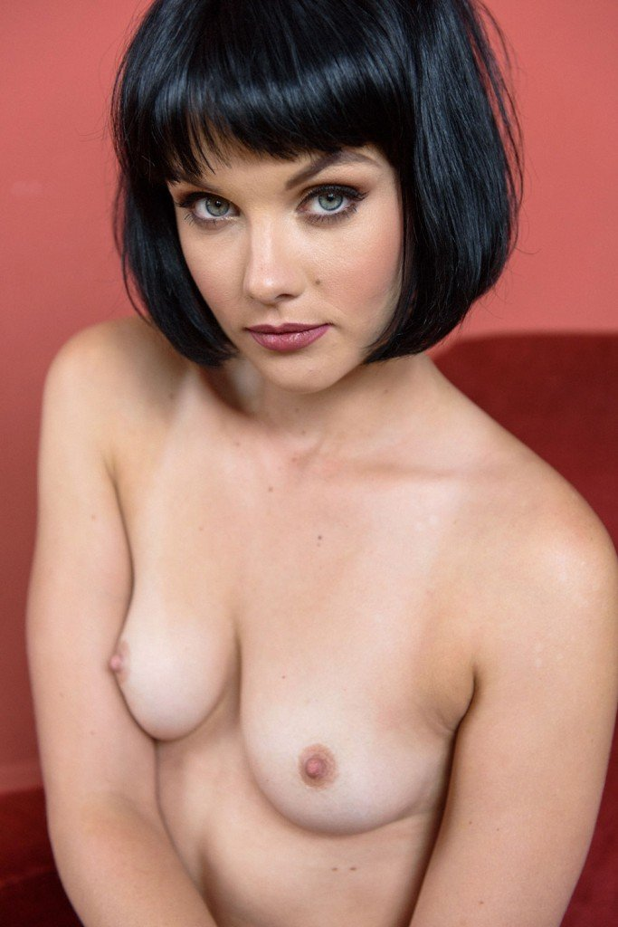 Mellisa Clarke Sexy and Topless 3