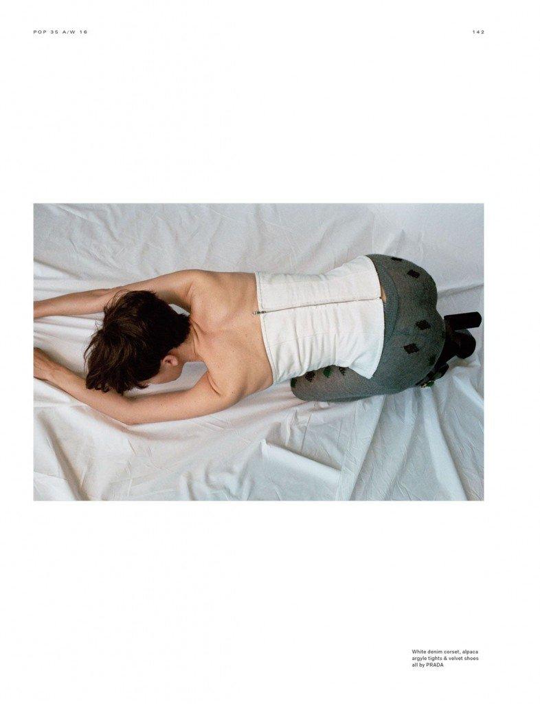 Milla Jovovich Sexy Topless 7