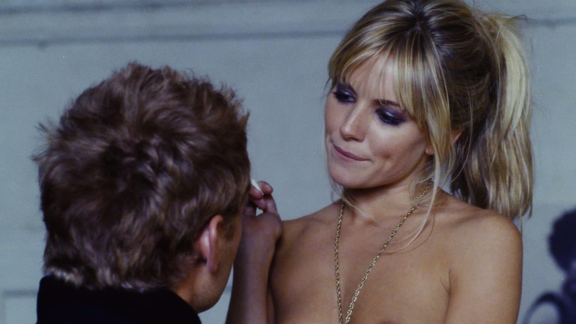 Sienna miller topless in alfie movie new foto
