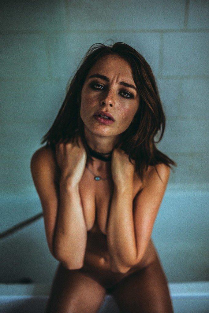 Tess Georgia Dimos Nude 13