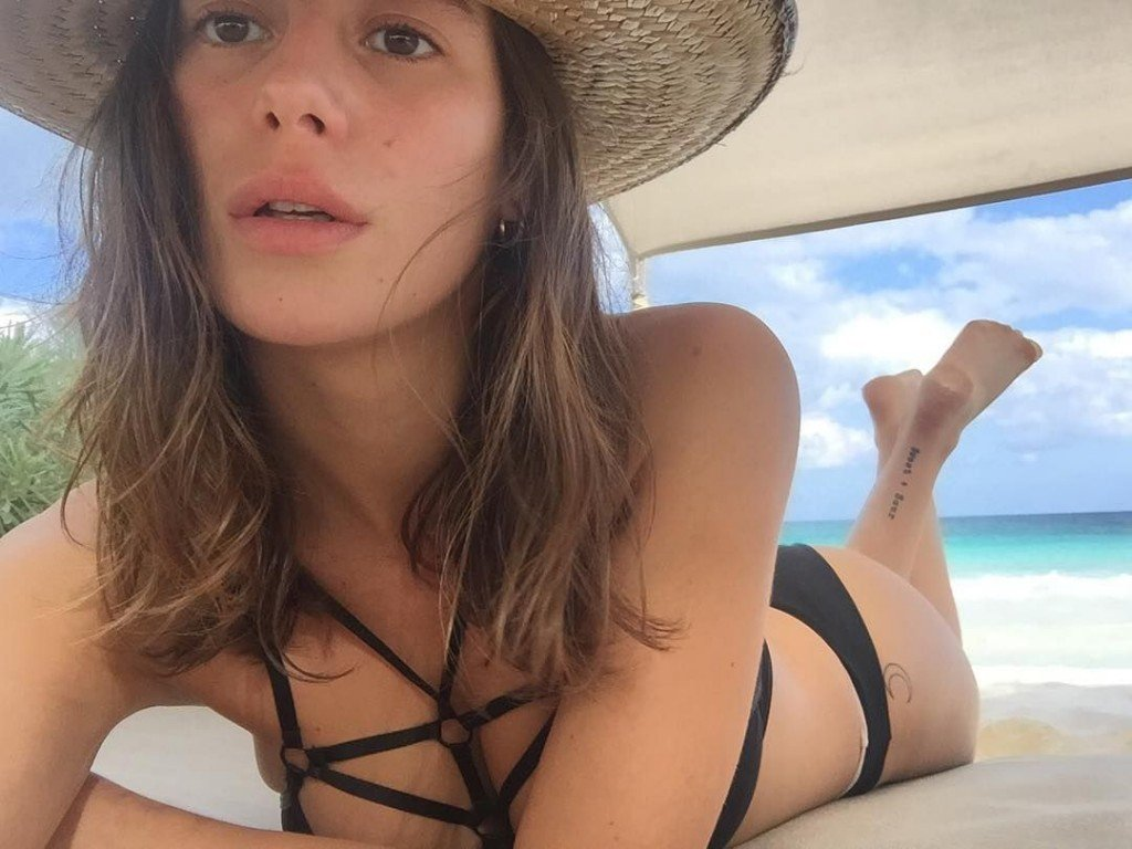 Alejandra Guilmant Nude and Sexy 5