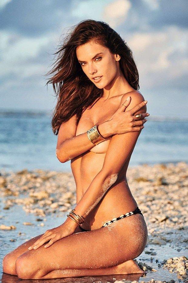 Alessandra Ambrosio Nude Sexy 5