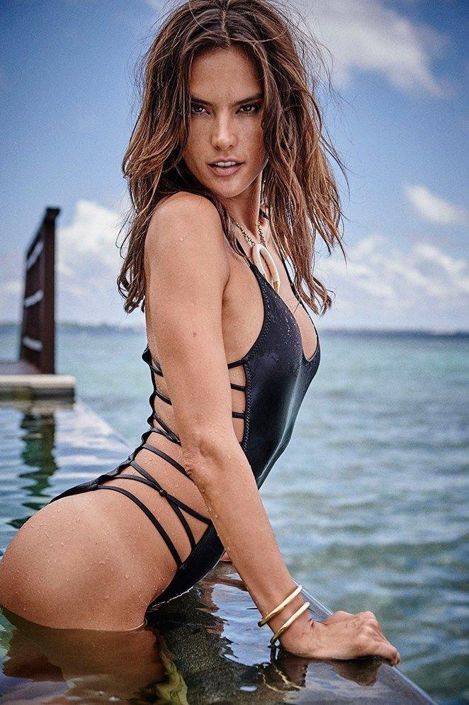 Alessandra Ambrosio Nude Sexy 7