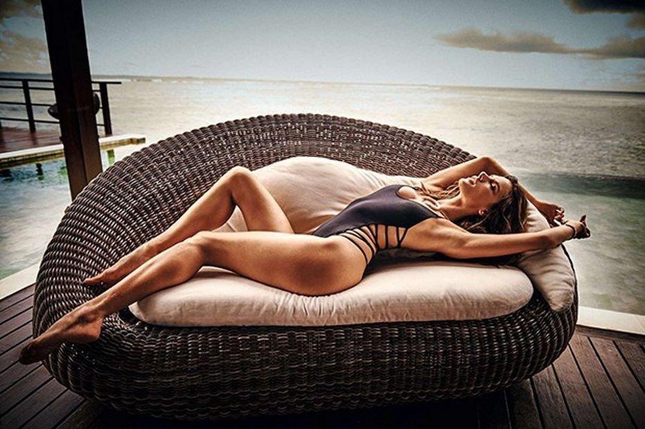 Alessandra Ambrosio Nude Sexy 8