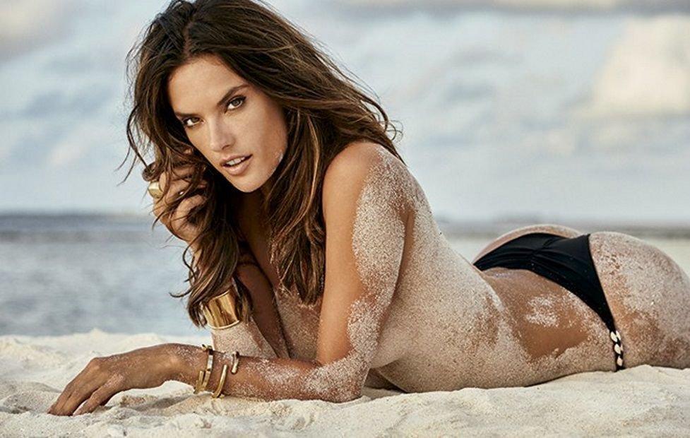 Alessandra Ambrosio Nude Sexy 9