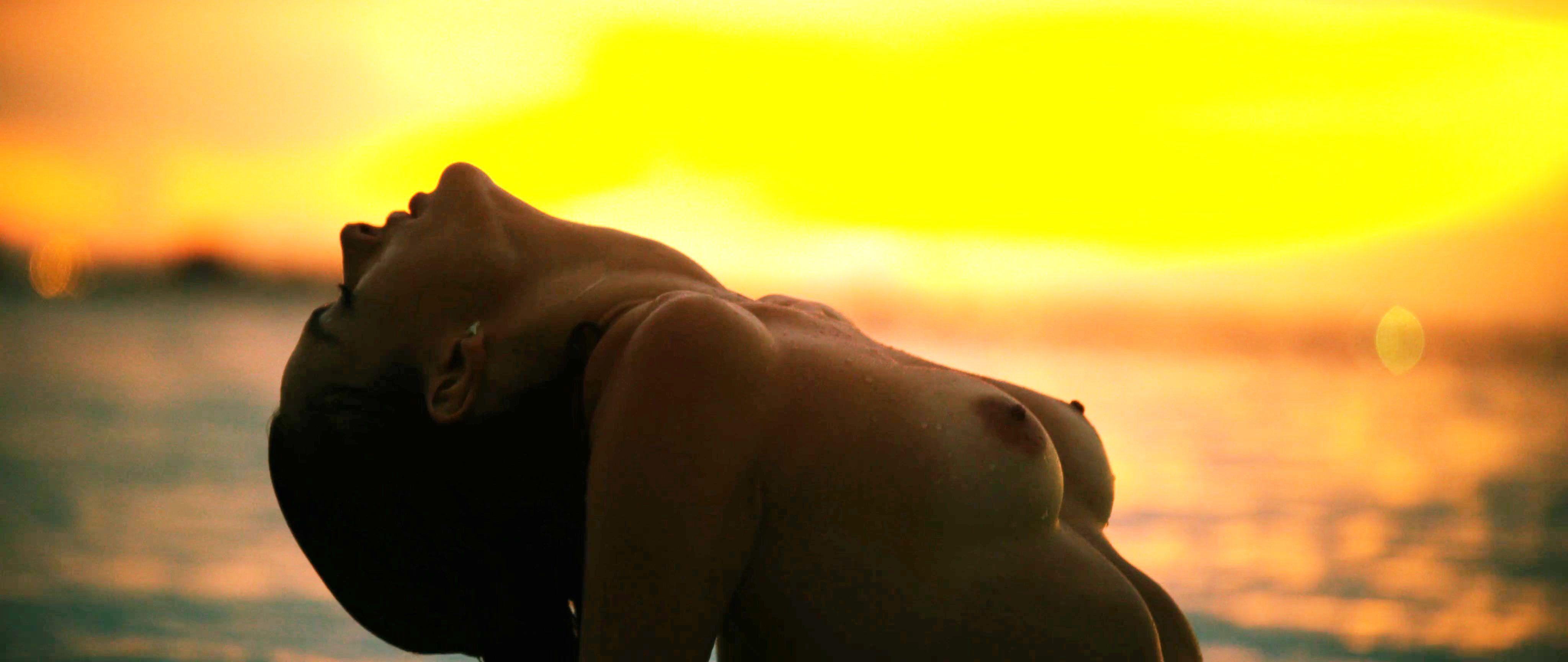 Alessandra Ambrosio Nude Nipslip In Photoshoot Picture Nudes