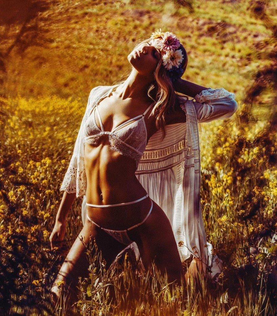 Ashley Haas Nude & Sexy (18 Photos)