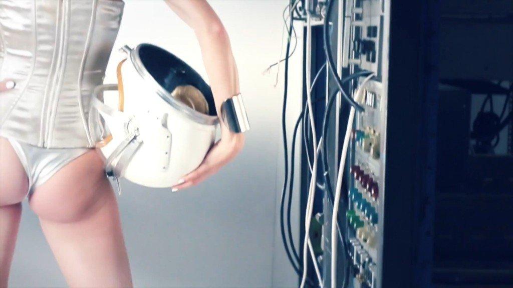Ashley Smith Topless (10 Photos + Video)