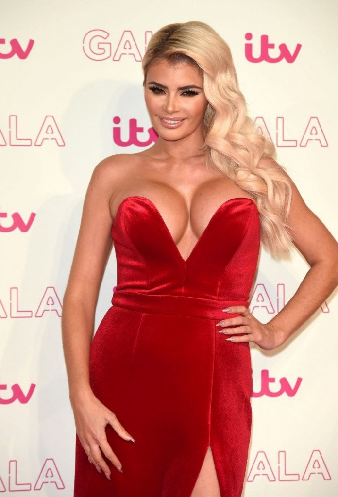 Chloe Sims Cleavage 3
