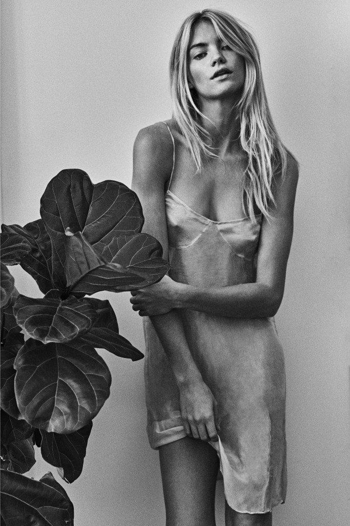 Elyse Taylor Nude & Sexy (12 Photos)