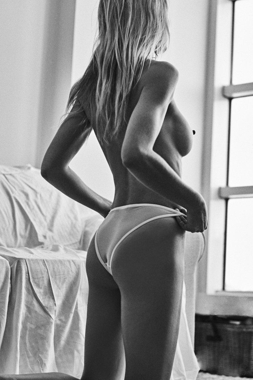 Elyse Nude 17