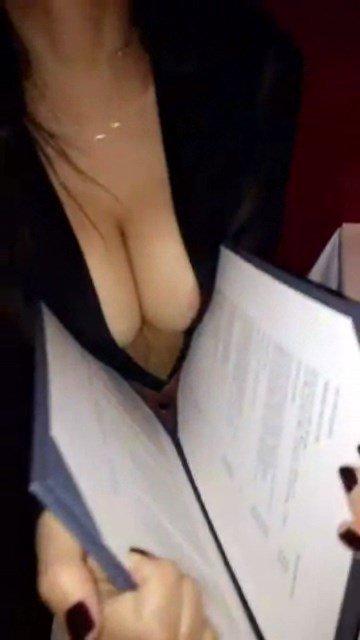 Emily Ratajkowski Sexy Snaps 3