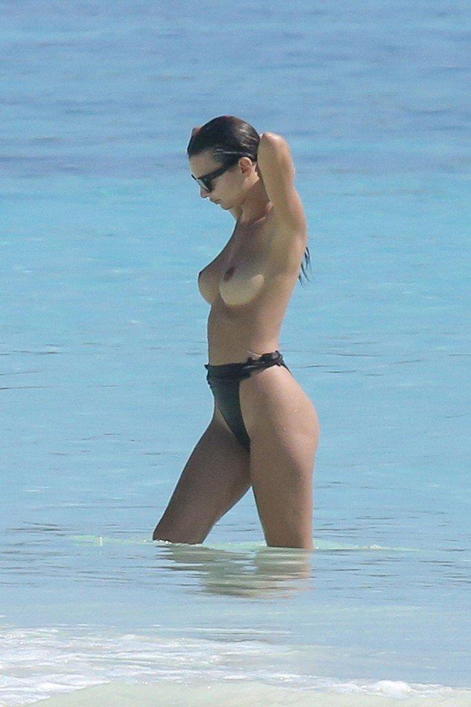 Emily Ratajkowski Sexy Topless 1