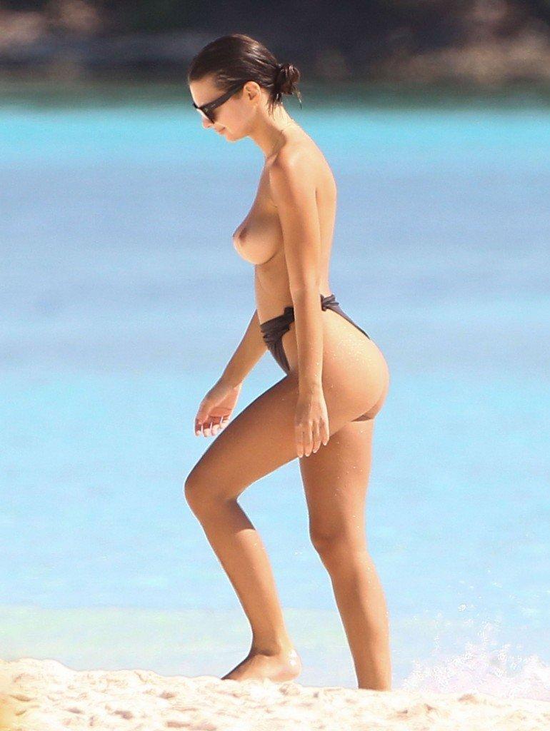 Emily Ratajkowski Sexy Topless 50