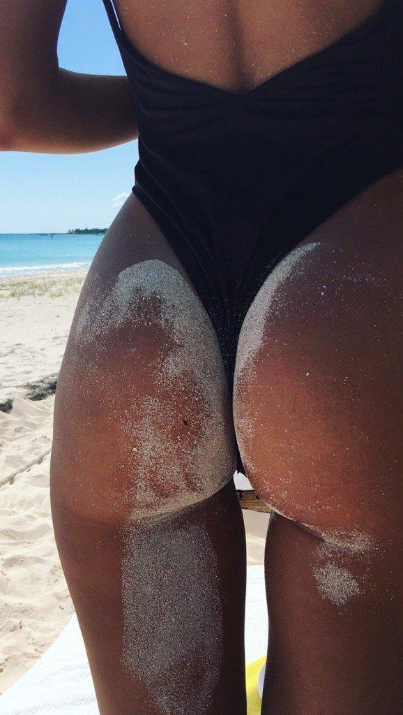 Emily Ratajkowski Sexy Topless Snaps 2