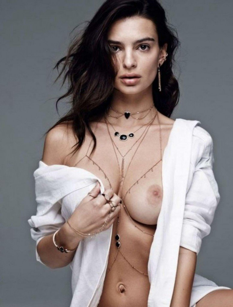 Emily Ratajkowski Sexy and Topless 8