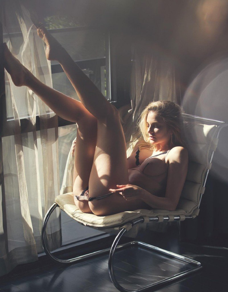 Eniko Mihalik Nude & Sexy 3