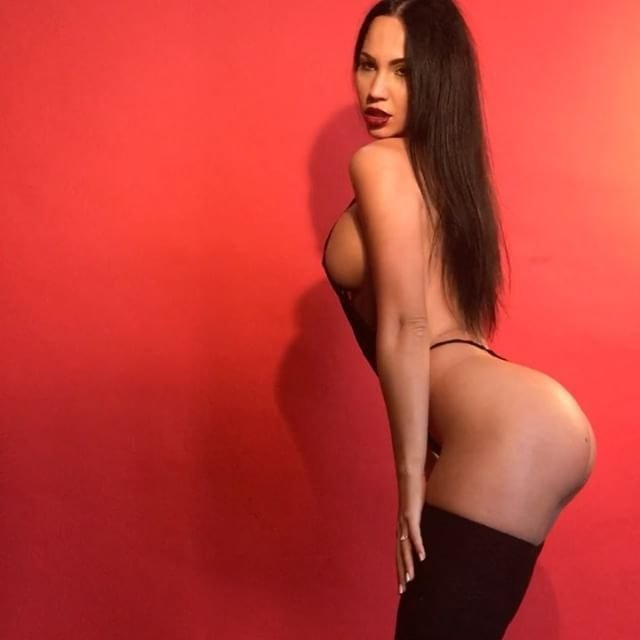 Gayana Bagdasaryan Nude & Sexy 5