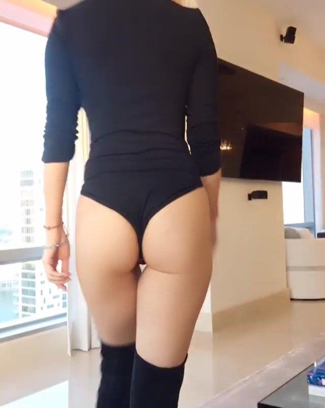 Joanna Krupa Sexy Butt 3