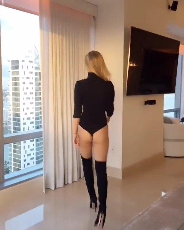 Joanna Krupa Sexy Butt 5