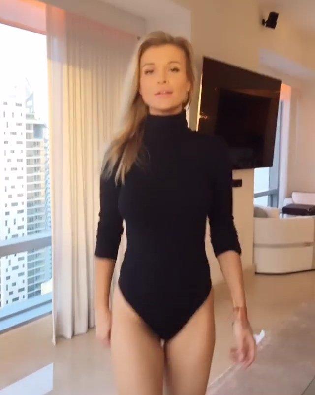 Joanna Krupa Sexy Butt 7
