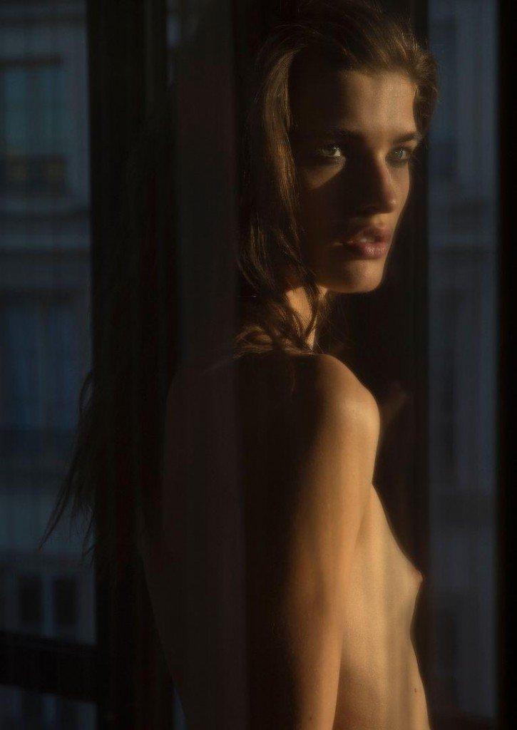 Julia Van Os Nude 6