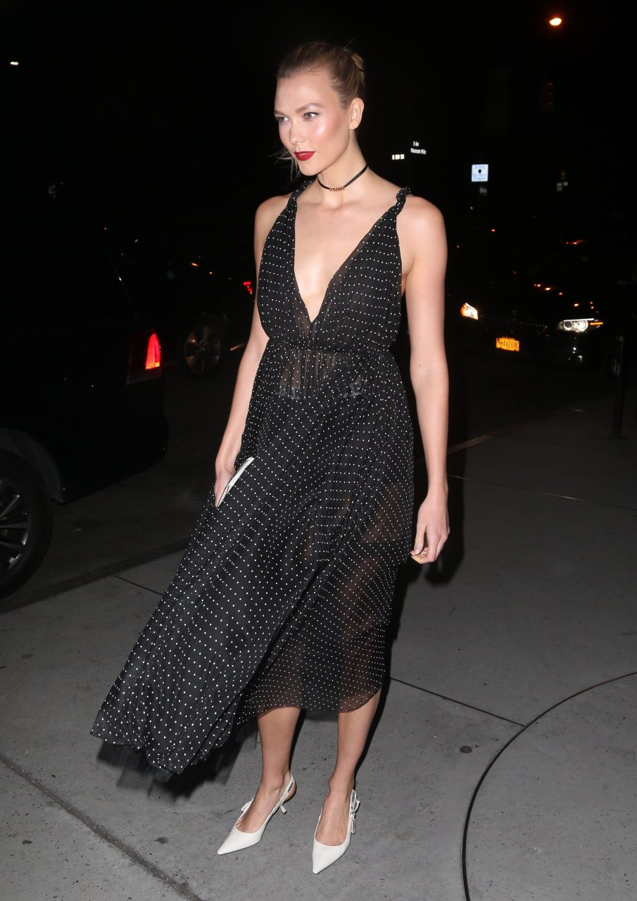 Karlie Kloss Braless (13 Photos) | #TheFappening