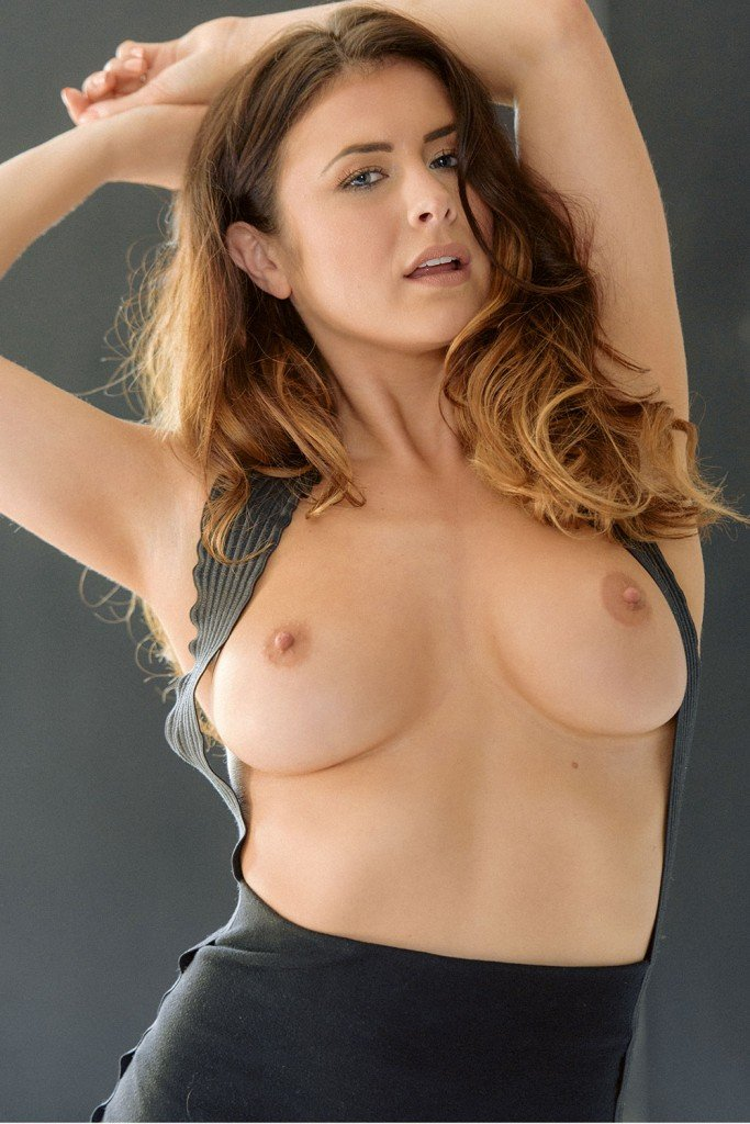 Kelly Hall Sexy and Topless (5 New Photos)