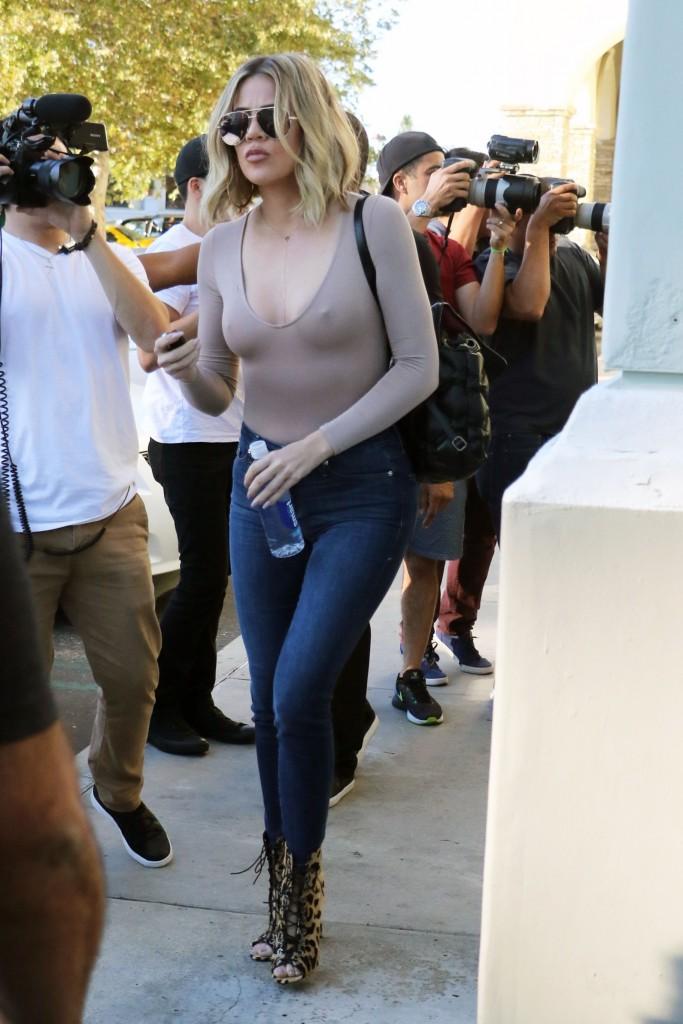 Khloé Kardashian Pokies (13 Photos)