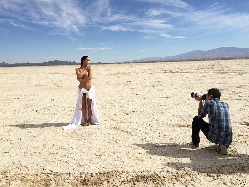 Kim Kardashian Nude (12 Photos)