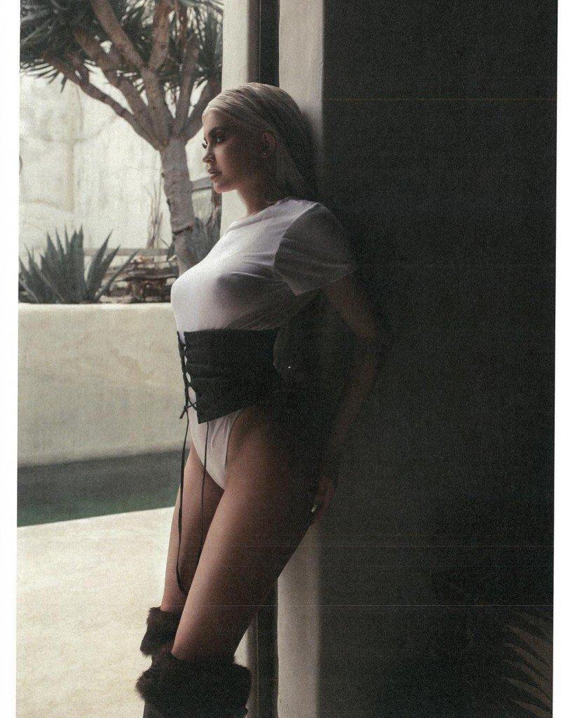 Kylie Jenner Braless 1