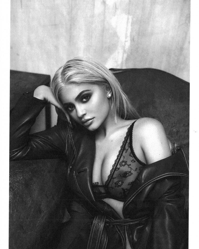 Kylie Jenner See Through (4 Photos)