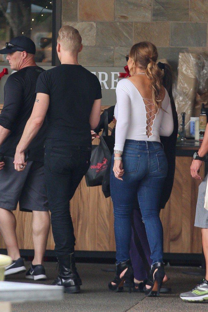 Mariah Carey Braless (31 Photos)