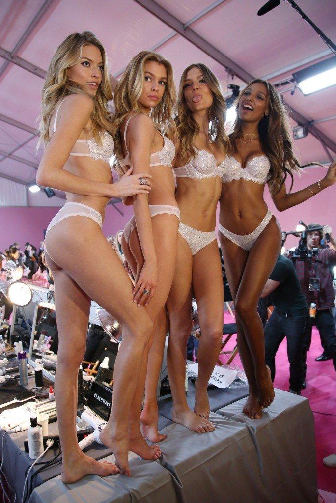 Martha Hunt, Stella Maxwell, Josephine Skriver, Jasmine Tookes Sexy 17