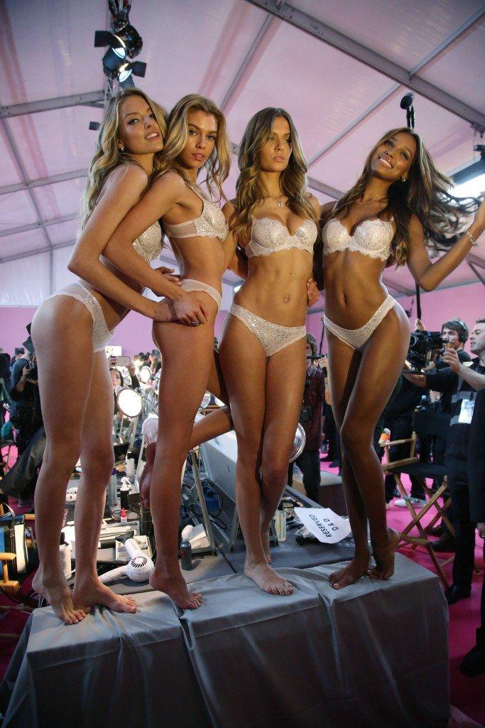 Martha Hunt, Stella Maxwell, Josephine Skriver, Jasmine Tookes Sexy 7