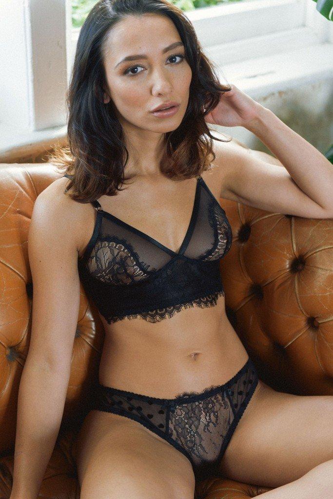 Nicola Paul Sexy & Topless Pics 1