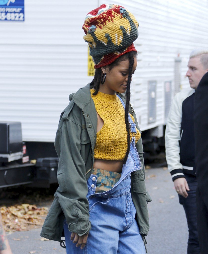 Rihanna Pokies 1