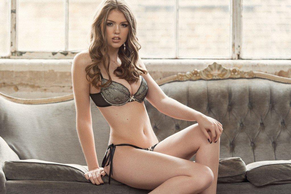 Rosie Danvers Topless & Sexy 1