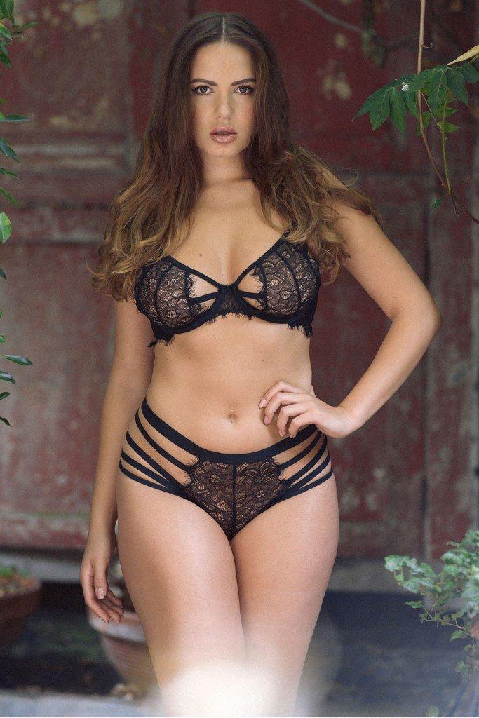 Sabine Jemeljanova Sexy Topless Pics 1