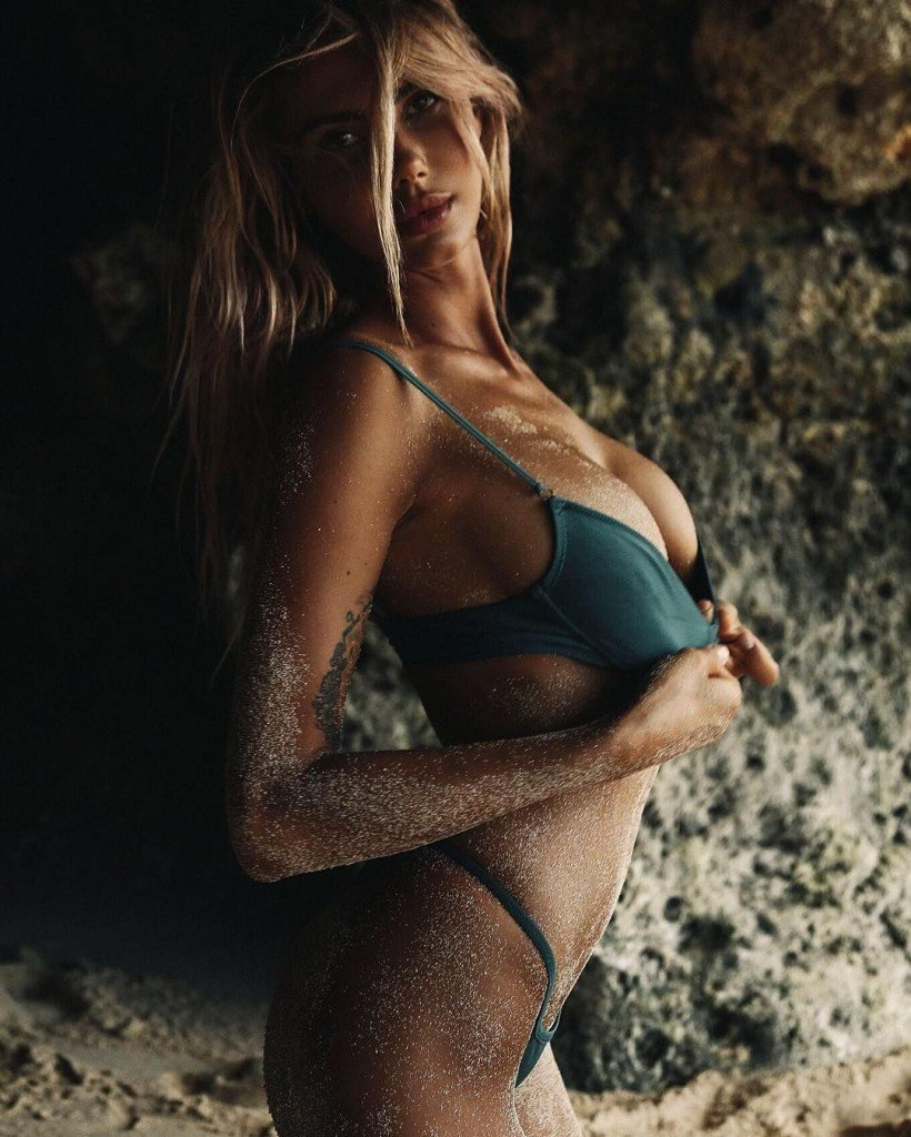 Sahara Ray Sexy & Topless (19 Photos)
