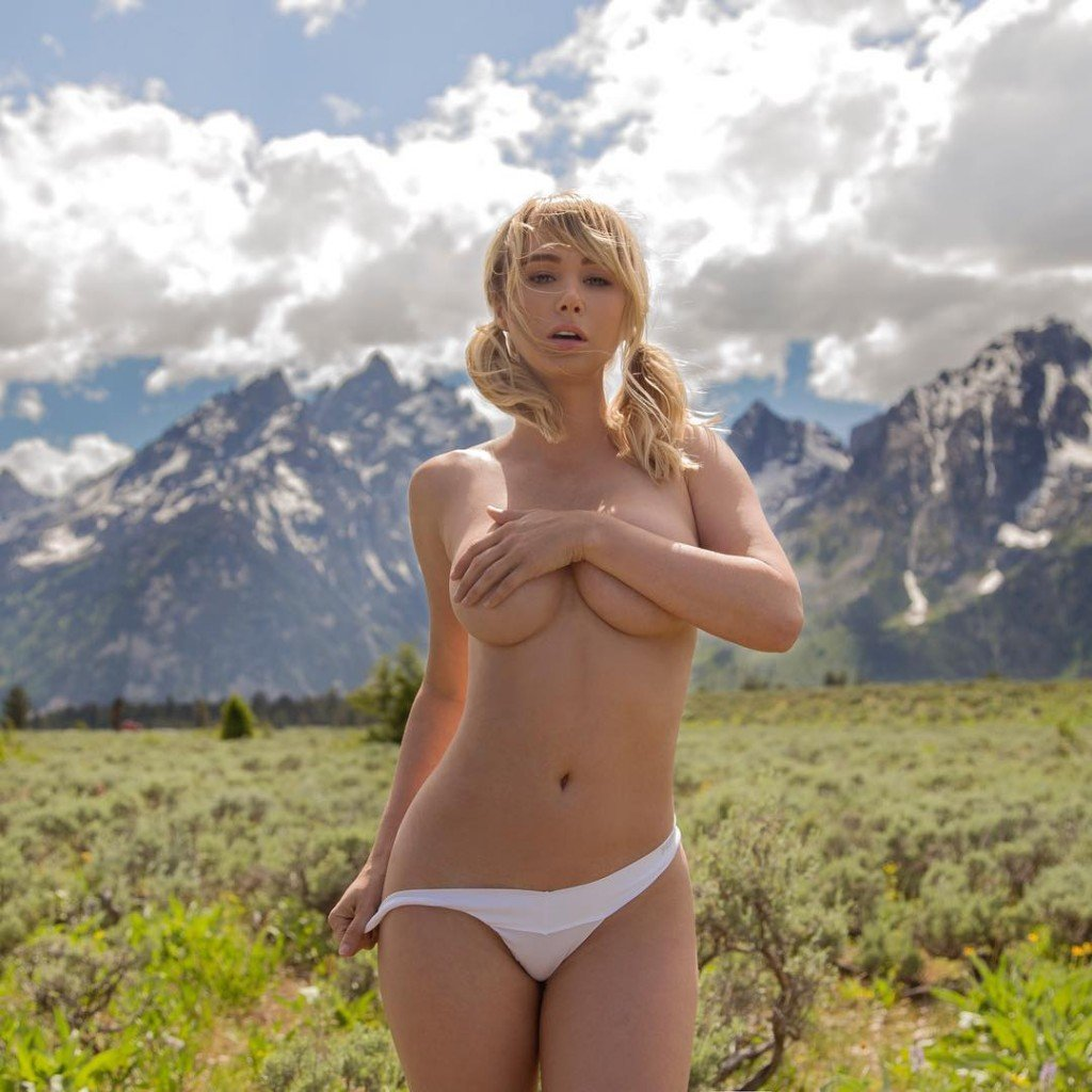 Sara Jean Underwood Topless In Her Camper